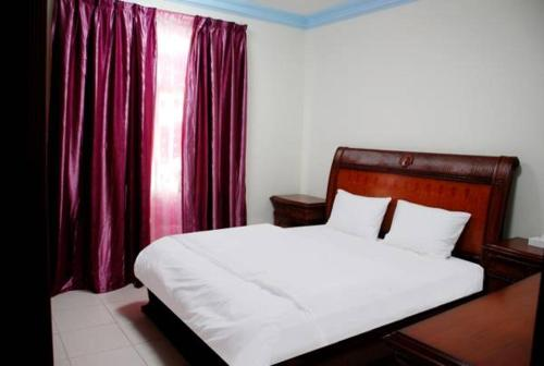 A bed or beds in a room at Paradise Inn Hotel (Tabasum Group)