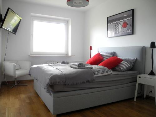 Łóżko lub łóżka w pokoju w obiekcie Apartament Redłowo Rybki