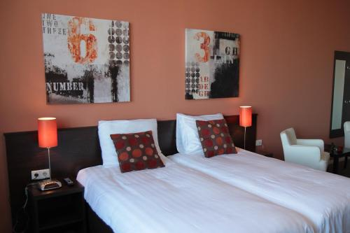 Een bed of bedden in een kamer bij Het Turfschip Etten-Leur