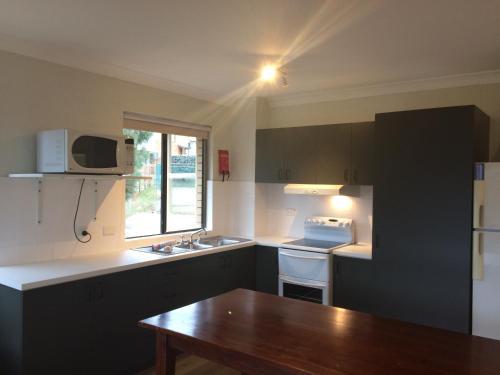 A kitchen or kitchenette at Kirwan 50