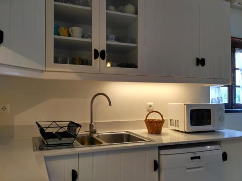 A kitchen or kitchenette at Casa dos Avós