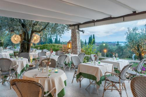 A restaurant or other place to eat at Hotel Olivi Thermae & Natural Spa