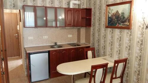 Küche/Küchenzeile in der Unterkunft Private Studio 1st line