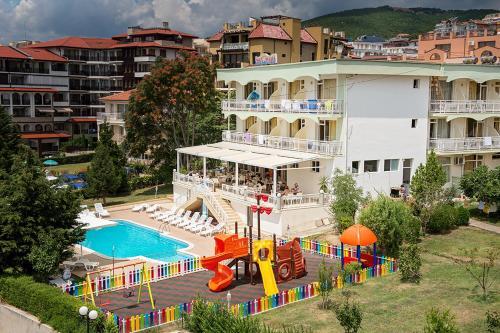 Вид на бассейн в Отель Панорама или окрестностях