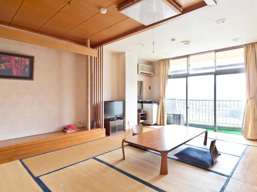 A seating area at Kameyama Onsen Hotel
