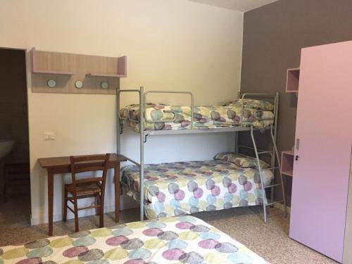 Letto o letti a castello in una camera di La Pineta