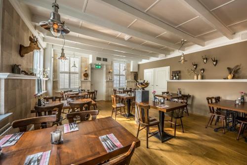 Een restaurant of ander eetgelegenheid bij De Drie Linden
