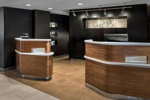 The lobby or reception area at Courtyard By Marriott Jersey City Newport