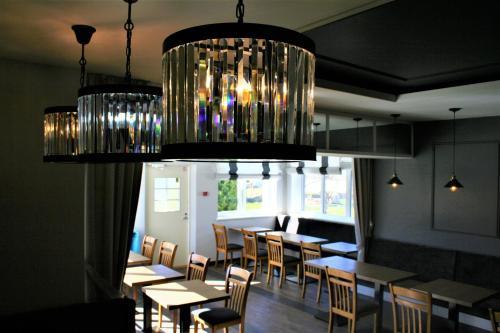 Restoran või mõni muu söögikoht majutusasutuses Sadama street Villa