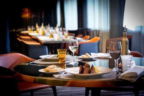 Ein Restaurant oder anderes Speiselokal in der Unterkunft Pullman Brussels Centre Midi