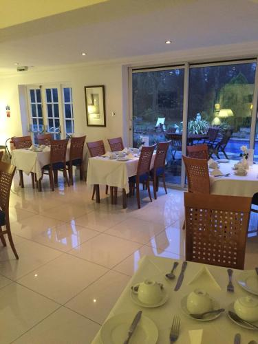 A restaurant or other place to eat at Norfolk House Hotel
