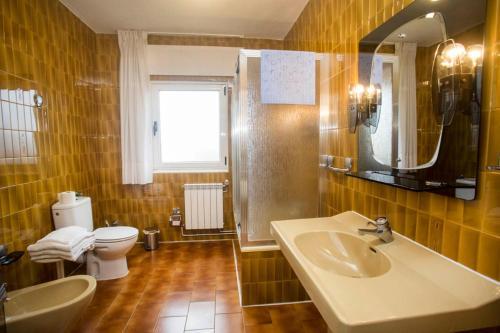 A bathroom at Pensión Residencia Barcelona