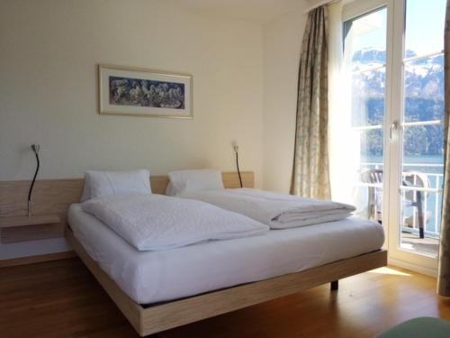 Ein Bett oder Betten in einem Zimmer der Unterkunft Seehotel Schwert