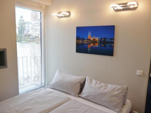 Ein Bett oder Betten in einem Zimmer der Unterkunft Hotel Am Mühlenteich