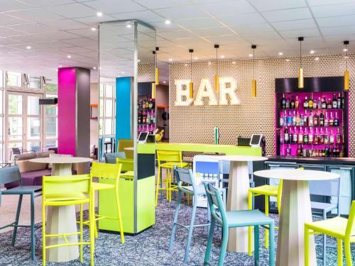The lounge or bar area at ibis Styles Antony Paris Sud