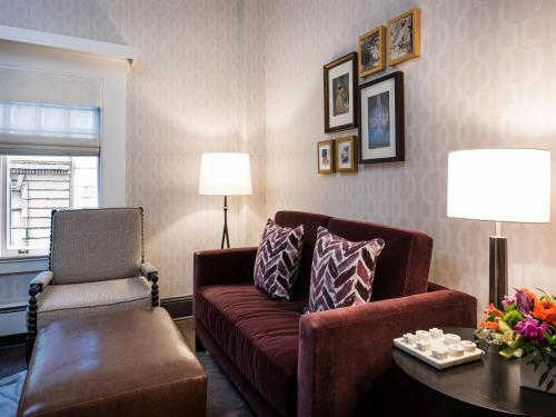 A seating area at Inn at Union Square, a Greystone Hotel
