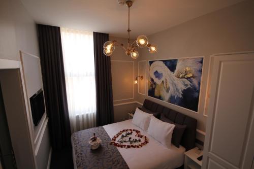 A bed or beds in a room at Hotel Naumpasa Konagi