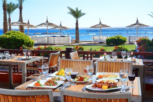 مطعم أو مكان آخر لتناول الطعام في Beach Albatros Resort - Families and couples only