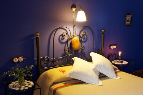 A bed or beds in a room at Casa Pepa Hotel Rural