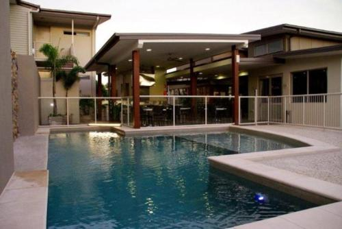 The swimming pool at or near Mary River Motor Inn