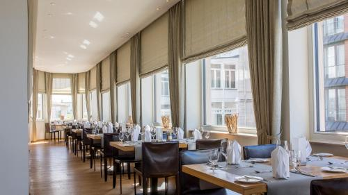 A restaurant or other place to eat at Michels Strandhotel Germania