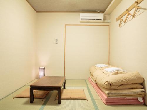Tempat tidur dalam kamar di Kyoto Hana Hostel