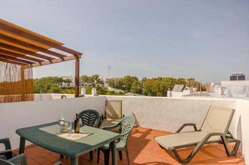 A balcony or terrace at Apartamentos O2 Conil