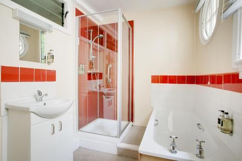 A bathroom at Woodbrooke