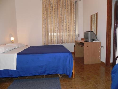 Кровать или кровати в номере Hotel Fjby