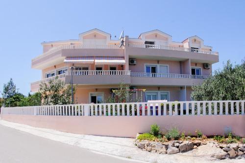 Darijan Apartments