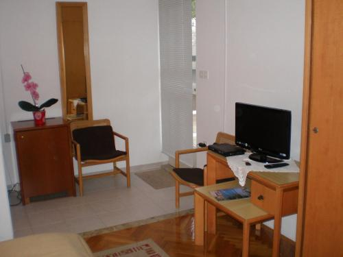 A television and/or entertainment centre at Villa Magnolija