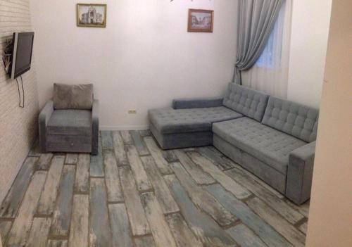 A seating area at Studio near the sea