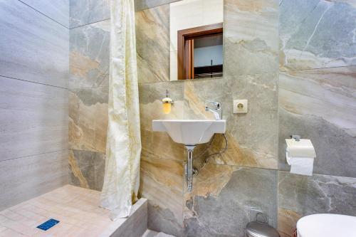 """Ванная комната в Letyourflat Apartments """"Rose"""""""