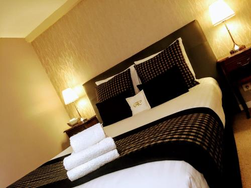 A bed or beds in a room at Chabanettes Hotel & Spa