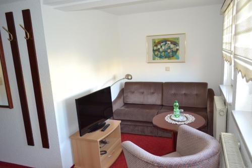 Ein Sitzbereich in der Unterkunft Hotel Zum Lamm