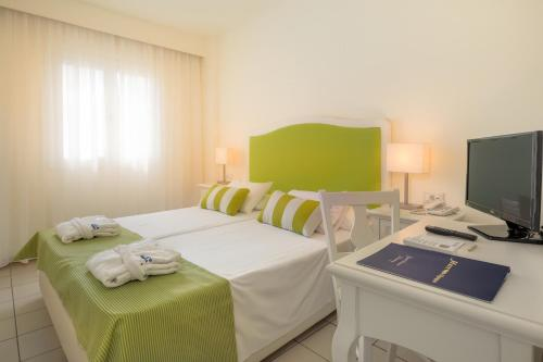 A bed or beds in a room at Mare Hotel Apartments