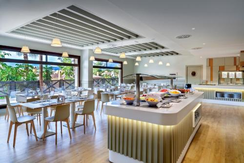 A restaurant or other place to eat at Barceló Marbella