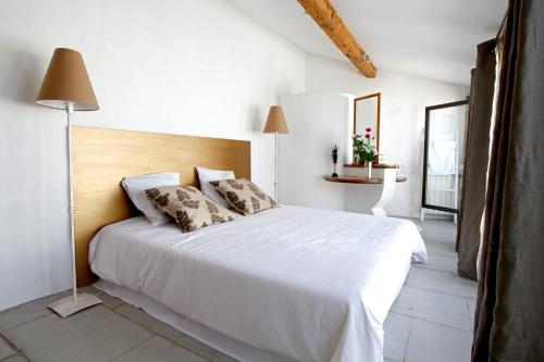 A bed or beds in a room at Gite La Paloma
