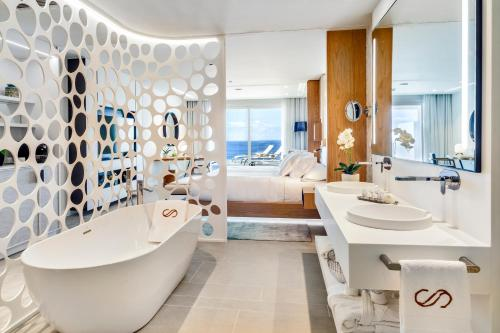 A bathroom at Royal Hideaway Corales Beach - Adults Only, by Barceló Hotel Group