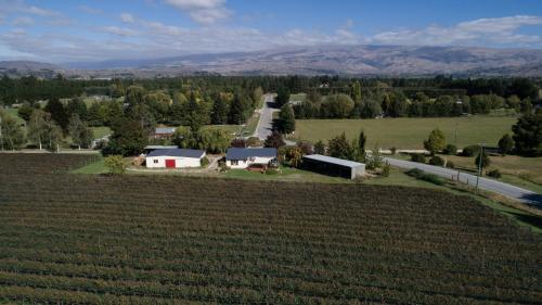 A bird's-eye view of Judge Rock Exclusive Vineyard Cottage Accommodation