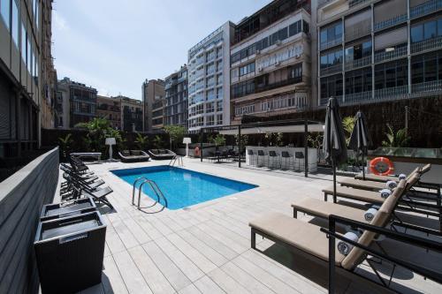 Catalonia Plaza Catalunya tesisinde veya buraya yakın yüzme havuzu