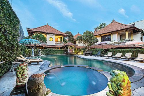 The swimming pool at or close to Royal Tunjung Hotel & Villa Legian