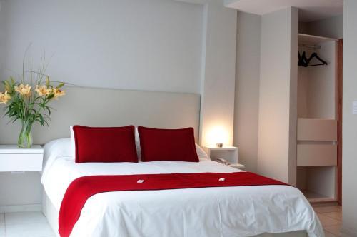 Una cama o camas en una habitación de Apart Hotel Via 51