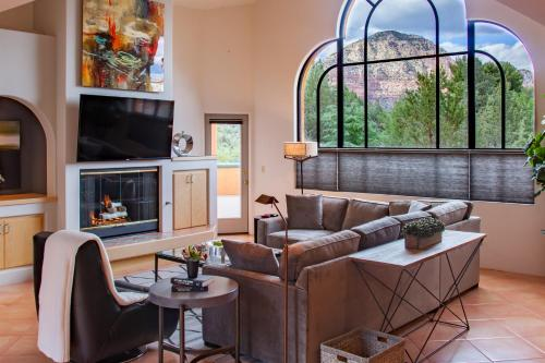 A seating area at Sunset House West Sedona