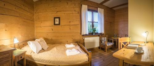 Łóżko lub łóżka w pokoju w obiekcie Zagroda Kuwasy