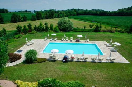 A view of the pool at Relais Corte Cavalli or nearby