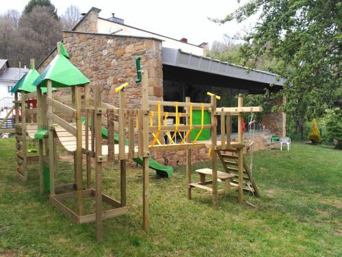 Zona de juegos infantil en Alojamientos Marel Sanabria