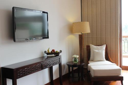 A television and/or entertainment centre at Jaypee Greens Golf and Spa Resort