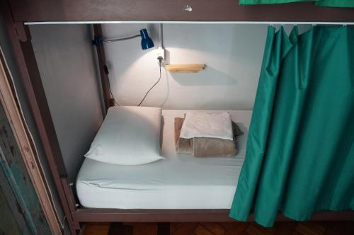 A bed or beds in a room at Mambembe Hostel