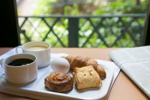 Breakfast options available to guests at R&B Hotel Hachioji